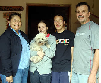 A home stay with a local host family will help your family learn Spanish faster during their Spanish Learning Vacation